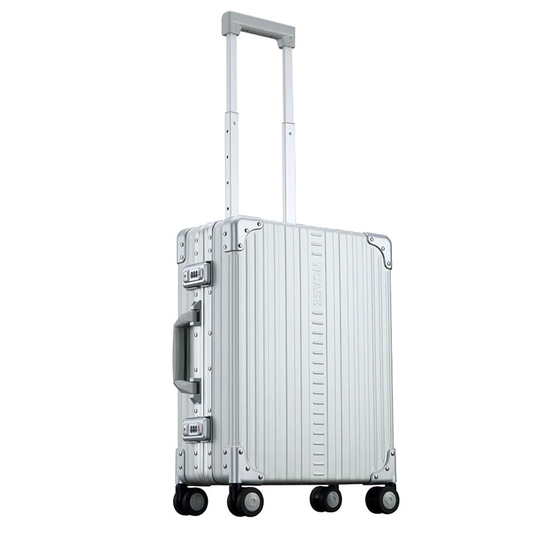 20-inch Classic International Carryon Silver